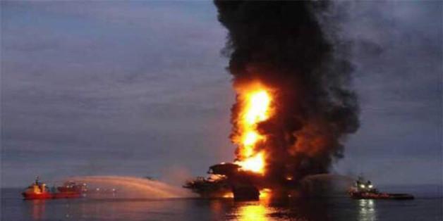 Die brennende Ölplattform im Golf von Mexiko