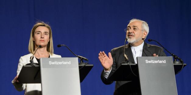 협상 타결 발표하는 페데리카 모게리니 유럽연합(EU) 외교안보 고위대표와 무함마드 자바드 자리프 이란 외무장관.