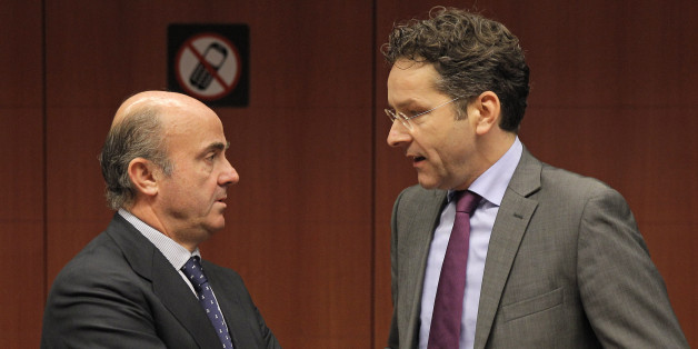 Dutch Finance Minister and Chairman of the Eurogroup Jeroen Dijsselbloem, right, talks with Spanish Economy Minister Luis de Guindos Jurado before the start of the Eurogroup meeting, at the European Council building in Brussels, Monday, Dec. 9, 2013. Finance ministers from the 17 eurozone countries try to agree on setting up a fund to pay for bank rescues in Europe. (AP Photo/Yves Logghe)
