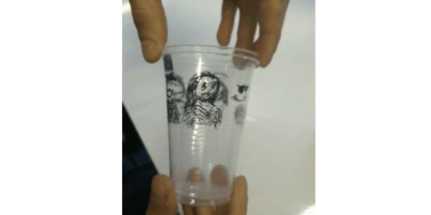 La bonne idée pour passer le temps avec de simples verres de plastique ( VIDÉO) 87dc03601669