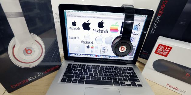 Apple Courts Musicians For Exclusive Streaming Deals: Bloomberg