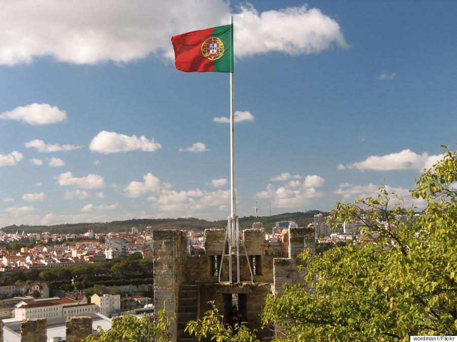 castle sao jorge flag