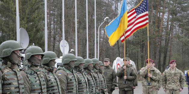 Φωτογραφία από συνεκπαίδευση ρωσικών και ουκρανικών στρατευμάτων στη δυτική Ουκρανία