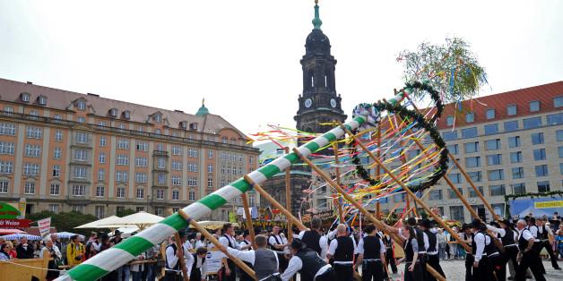 Maibaumaufstellen in Dresden