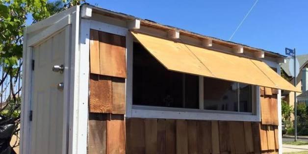 Un Américain construit une maison pour une femme SDF à Los Angeles