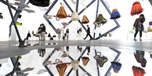 명품 브랜드들이 서울에 관심을 보이면서 서울은 '잇 시 티'로 떠오르고 있다. 2009년 서울 경희궁 옆에서 프라다가 연 '프라다 트랜스포머' 전시회.