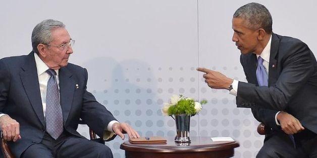 Le président cubain Raul Castro et son homologue américain Barack Obama, à Panama le 11 avril 2015