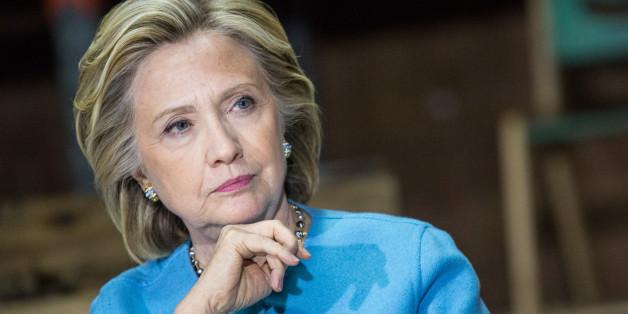 """Face à la presse, Hillary Clinton mise sur le """"no comment"""""""