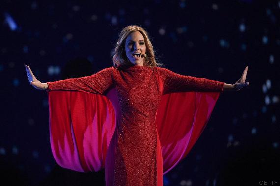 edurne vestido rojo