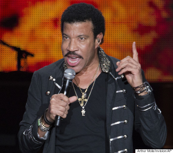 lionel richie performing