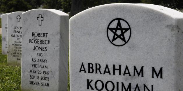 Arlington Cemetery Gravestones Honor Americas Fallen Soldiers Of