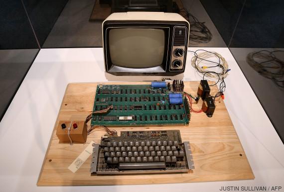 un ordinateur apple 1 vendu au prix de dollars par un centre de recyclage l 39 ancienne. Black Bedroom Furniture Sets. Home Design Ideas
