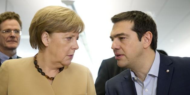 Alexis Tsipras und Angela Merkel auf einer EU-Konfernz in Riga im Mai 2015