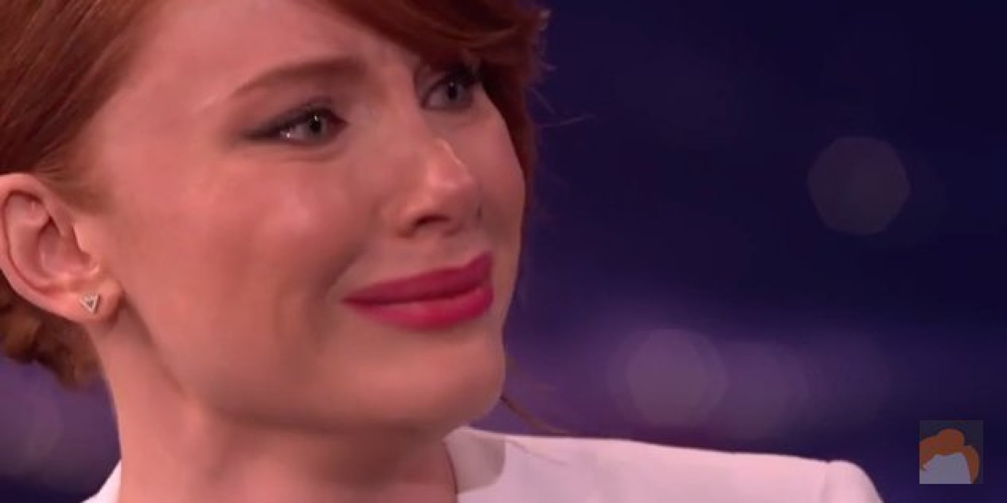 Bryce Dallas Howard Cries On Command While Talking Home