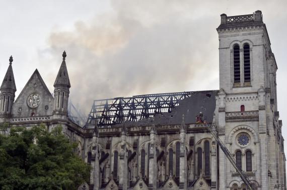 incendie basilique saint donatien nantes
