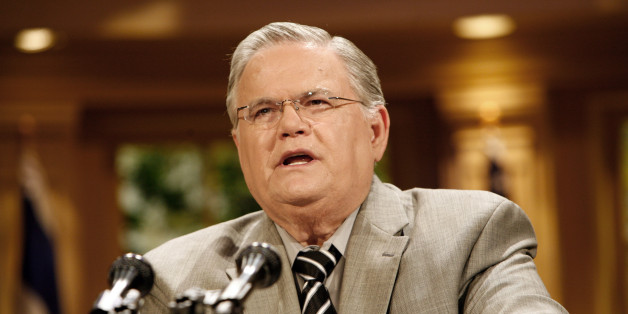 Cornerstone Church Pastor John Hagee gives a statement at a news conference in San Antonio, Friday, May 23, 2008, clarifying his beliefs and statements which recently caused controversy and led presumed Republican Presidential candidate John McCain to denounce Hagee. ( AP Photo / J. Michael Short )