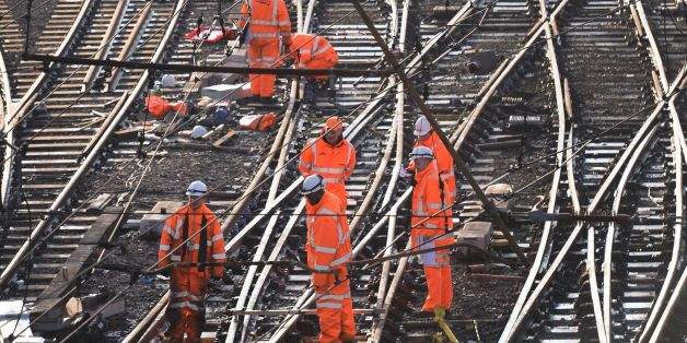 A multibillion pund project to improve Britain's railways has been paused