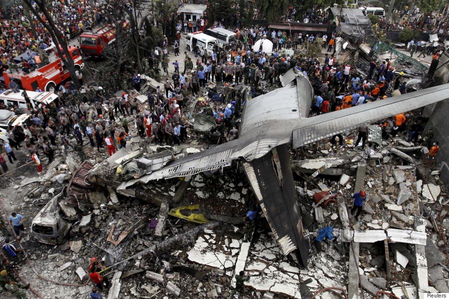 インドネシアのメダンで軍用機墜...