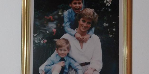 Handsigniertes Erinnerungsfoto von Lady Diana mit William und Harry