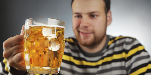 Mann trinkt 10 Bier, wird gefeuert und gewinnt vor Gericht