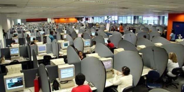 """ATENTO2460 S12 SP 09.03.2006 ECONOMIA -- Trabalho de telemarketing na empresa Atento -- FOTO DIVULGAÇAO  Fonte: Blog Advogado de Defesa, Estadão: <a href=""""http://blog.estadao.com.br/blog/advdefesa/?title=governo_da_quatro_meses_para_empresas_de&more=1&c=1&tb=1&pb=1"""">blog.estadao.com.br/blog/advdefesa/?title=governo_da_quat...</a>"""