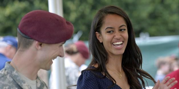"""Malia Obama en stage sur le tournage de """"Girls"""", la série de Lena Dunham"""