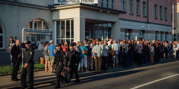 """""""Halt die Fresse"""": Asylgegner brüllen Bürger in Freital nieder"""