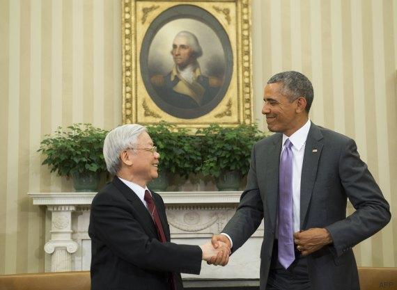 Photos. barack obama et le n°1 du pc vietnamien côte à côte dans le