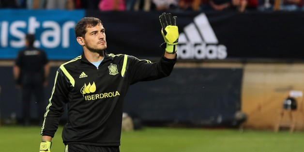 Spain's goalkeeper Iker Casillas greets the crowd before the friendly football match Spain vs Costa Rica at the Reino de Leon stadium in Leon on June 11, 2015. AFP PHOTO/ CESAR MANSO        (Photo credit should read CESAR MANSO/AFP/Getty Images)