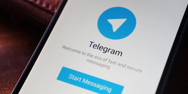 Foto di un Nexus 5 con l'applicazione Telegram