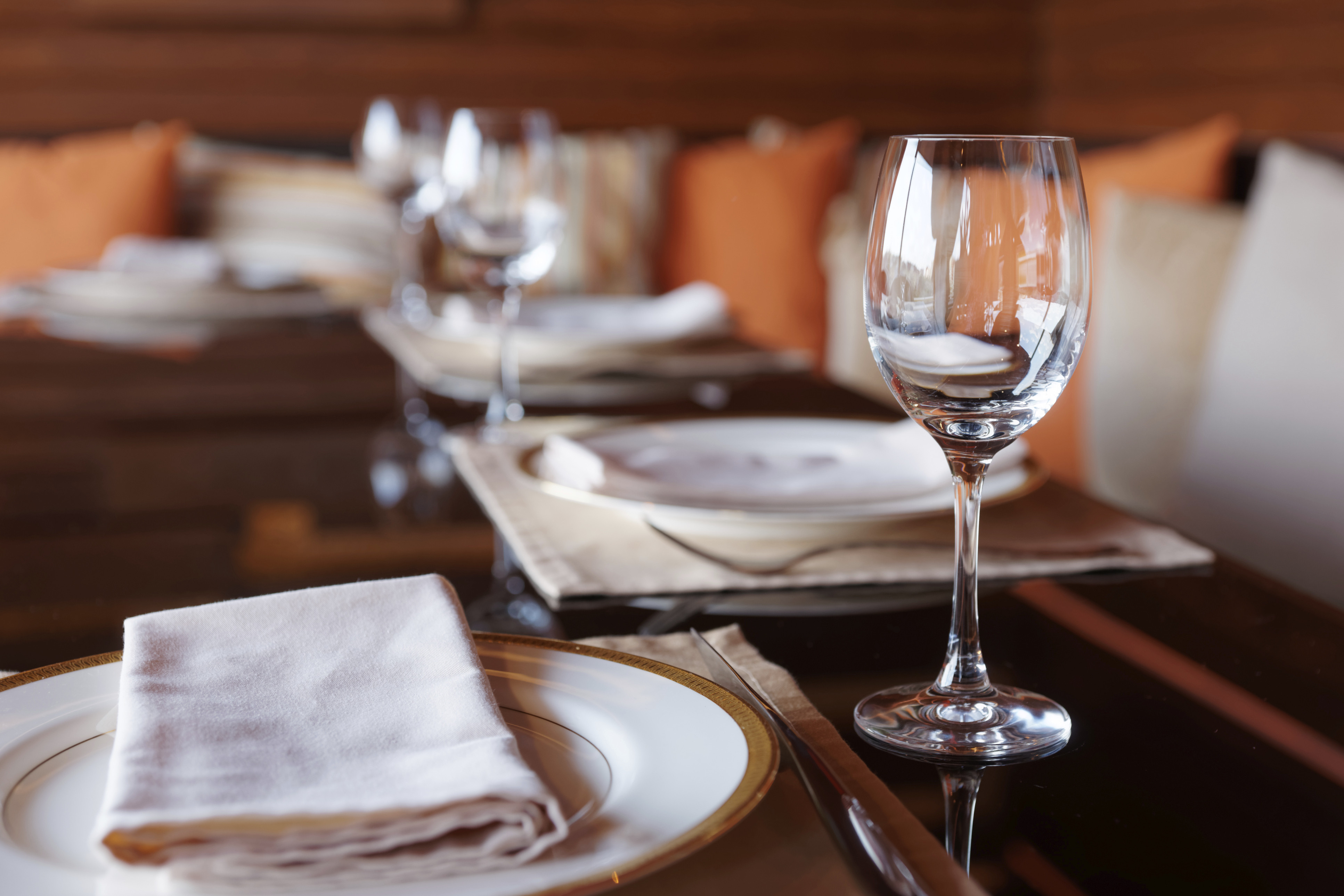 minimal dinner table