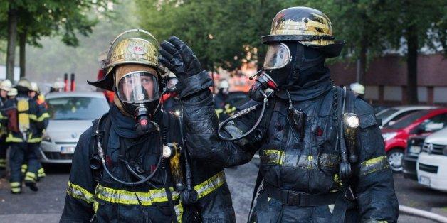 Explosion und Rauch verletzen mindestens 21 Menschen in Hamburg