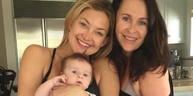 Kate Hudson (l.) hält zum ersten Mal ihr Patenkind Keaton Midnight Marquez im Arm