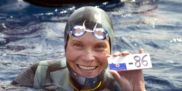 Russian Natalia Molchanova shows the minus 86 metres tag that gives her a win in the first women's free-diving world championship 03 September 2005 in Villefranche-sur-Mer. Molchanova retained her world champion status.  AFP PHOTO JACQUES MUNCH        (Photo credit should read JACQUES MUNCH/AFP/Getty Images)