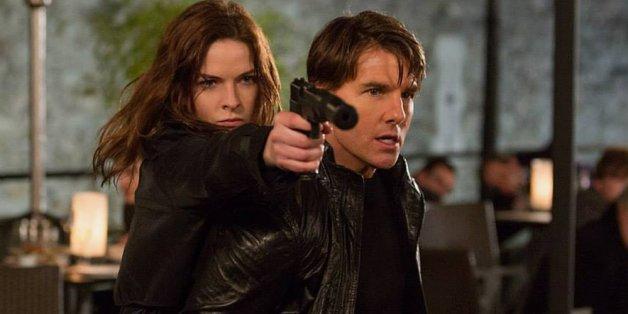 Ilsa Faust (Rebecca Ferguson) und Ethan Hunt (Tom Cruise) müssen sich den Weg freischießen.