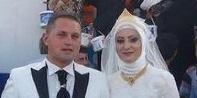 Dieses Brautpaar feiert seine Hochzeit mit 4000 Flüchtlingen