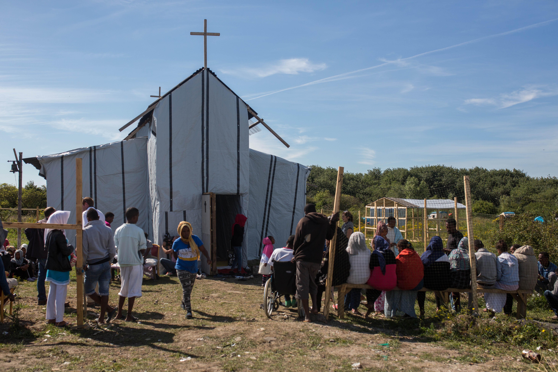 calais migrants church