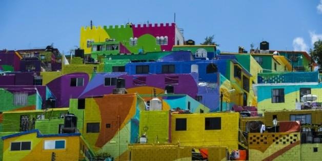 Le quartier de Palmitas à Pachuca, près de Mexico, a été repeint par un collectif d'artistes, le 6 août 2015