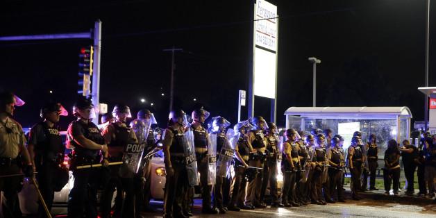 In Ferguson fielen bei einer Gedenkfeier an Michael Brown erneut Schüsse