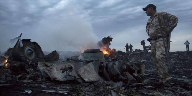 Die Passagiermaschine mit Flugnummer MH17 ist mit einer russischen Luftabwehrrakete abgeschossen worden