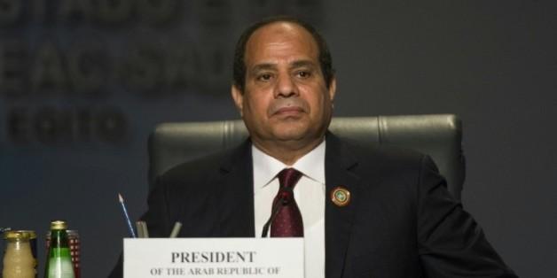Le président egyptien Abdel Fattah al-Sissi verrouille l'information sécuritaire, la presse menacée