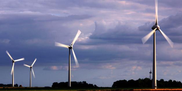 Un champ d'éoliennes.2013_08_19_IMG_7871