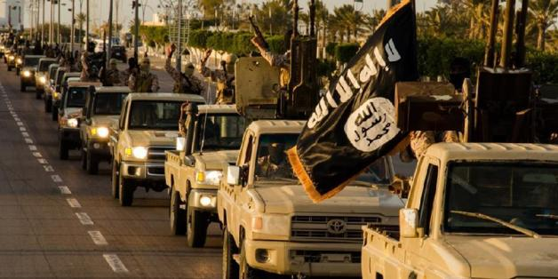 """Une image de propagande de """"Welayat Tarablos"""" en Février 2015 montrant un défilé à Syrte"""