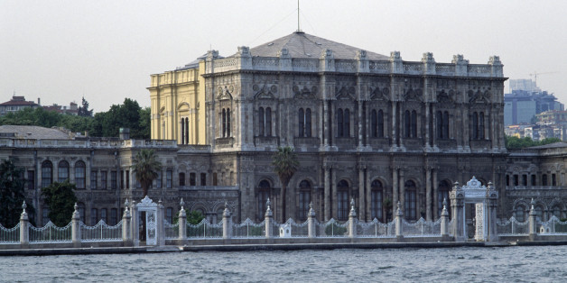TURKEY - MAY 12: The Dolmabahce Palace, 1842-1853, built by the architects Karabet and Nikogos Balyan, commissioned by Abdul Mecit, Istanbul, Turkey, 19th century. (Photo by DeAgostini/Getty Images)