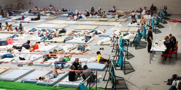 Flüchtlinge in einer Erstaufnahmeneinrichtung in Deggendorf im August 2015