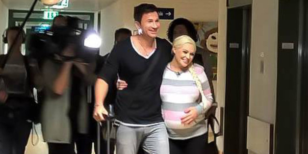 Daniela Katzenberger und Lucas Cordalis bei ihrer Ankunft in der Klinik