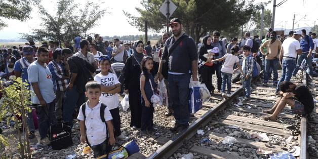 Flüchtlinge warten an in Griechenland auf die Einreise nach Mazedonien