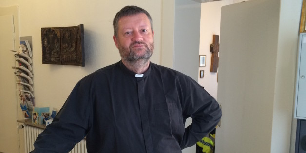 Pater Oliver hilft in Duisburg-Marxloh Migranten ohne Krankenversicherung