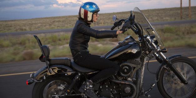 Pourquoi les femmes devraient se mettre à la moto