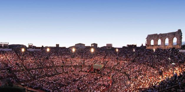 Einmalige Atmosphäre beim Opernabend in der Arena di Verona